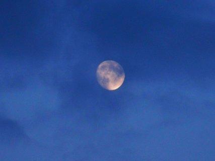 FOTKA - měsíc za mraky ....,,,