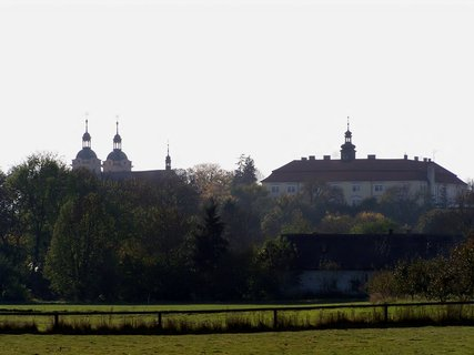 FOTKA - Rožďalovice, domov důchodců a kostelní věž