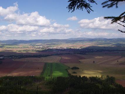 FOTKA - výhled z Ovčína - směrem na Broumov a Polsko
