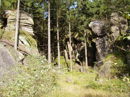 FOTKA - jedna z mnoha skalních roklí na Broumovsku