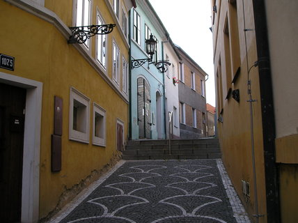 FOTKA - ulička z náměstí