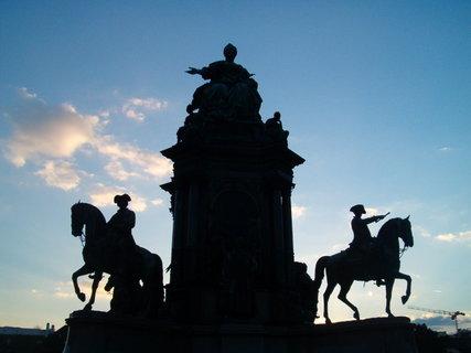 FOTKA - socha Marie Terezie