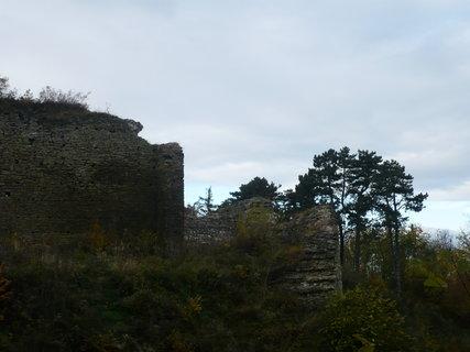FOTKA - zřícenina hradu.........