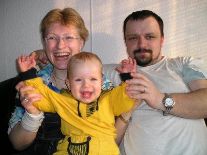 FOTKA - Takhle jsem si s maminkou a tatínkem užíval svoje druhé velikonoce ve svém životě
