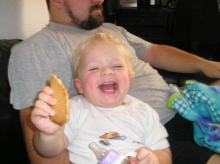 FOTKA - Dáš si taky sušenku, maminko?