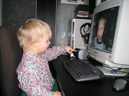 FOTKA - Hele, to jsem já...  ale co dělám v počítači?