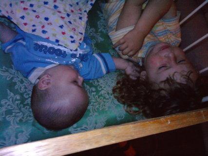 FOTKA - Děti v postýlce