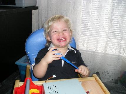 FOTKA - No vidíš, a zase jsi mě rozesmála a nemůžu pracovat :-)