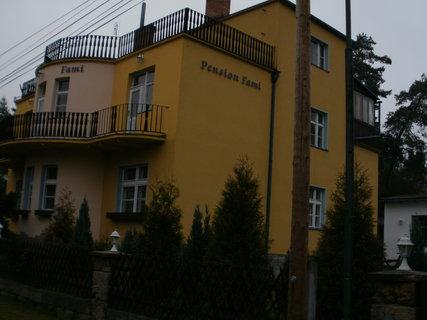 FOTKA - výhled na sousední penzion.