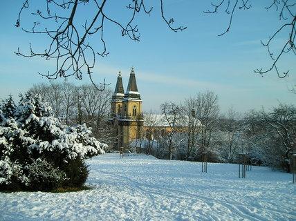 FOTKA - Kostel Narození Panny Marie z parku