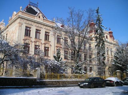 FOTKA - Škola v zimním světle