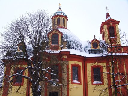 FOTKA - zasněžený kunratický kostel.,,,,