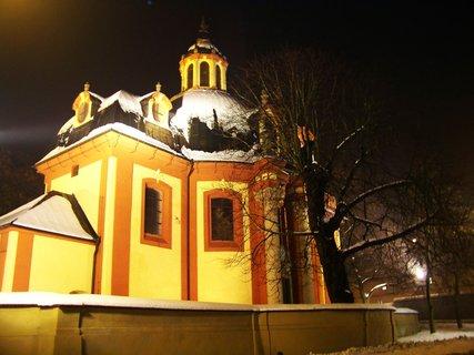 FOTKA - večerní nasvícení kostel, Kunratice