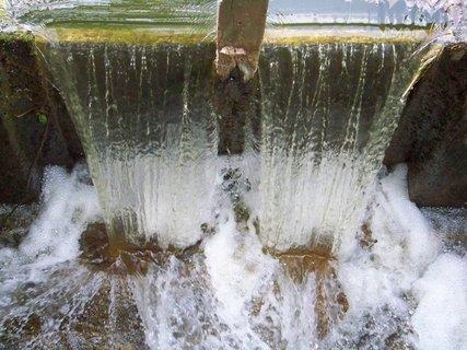 FOTKA - vzpomínky na léto, splav z rybníka