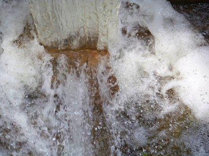 FOTKA - vzpomínky na léto, splav z rybníka,,,,......