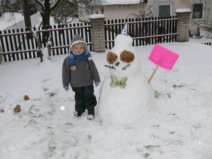 FOTKA - Prvni letosni snehulak...:)