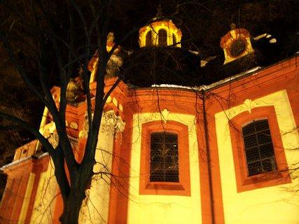 FOTKA - večerní nasvícený kostel Sv. Jakuba, Kunratice
