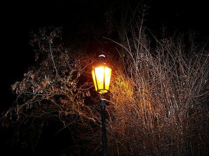 FOTKA - rann� foto - kostel Sv. Pankr�ce, star� lampa..