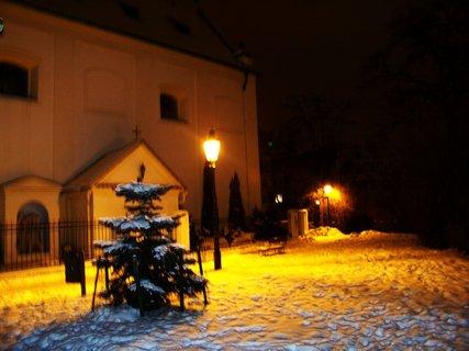 FOTKA - ranní foto - kostel Sv. Pankráce s parkem, Praha 4 ..