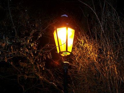 FOTKA - ranní foto - kostel Sv. Pankráce, lampa v parku....