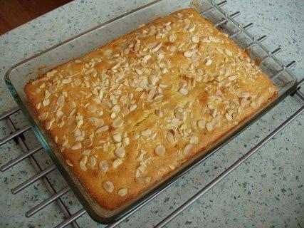 FOTKA - ještě bez polevy (v receptech naleznete pod : Výborný citronový koláč)
