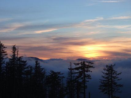 FOTKA - Západ slunce na horách .