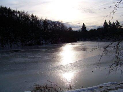 FOTKA - horní rybník s odrazem slunce ....