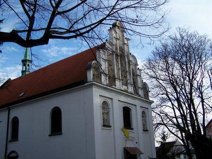 FOTKA - Kostel Nejsvětější Trojice-štít od pardubického sochaře Vlčka