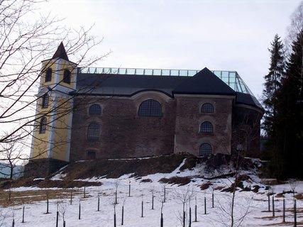 FOTKA - Neratovský kostel s prosklenou střechou