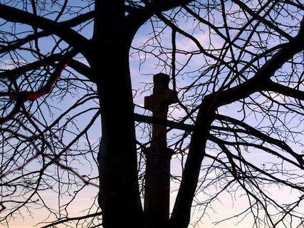 FOTKA - Kříž osvětlený západem sluníčka