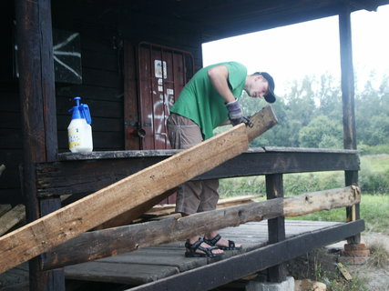 FOTKA - Skauti si opravují klubovnu