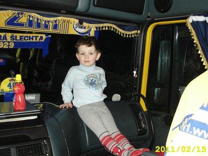 FOTKA - Tomulka na vylete kamionem..:)
