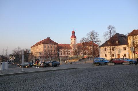 FOTKA - Pozdní odpoledne na náměstí