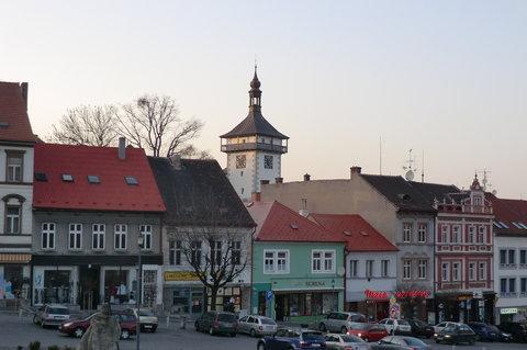 FOTKA - Staré domy na náměstí s hláskou