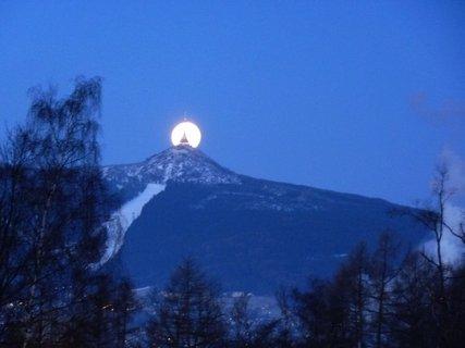 FOTKA - Měsíc versus Ještěd 1