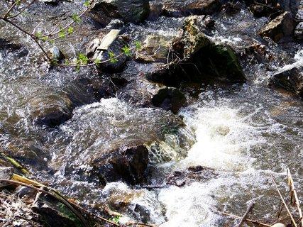 FOTKA - potok tekoucí mezi rybníky