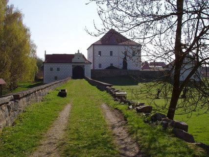 FOTKA - Křepenice - tvrz patřila rožmberskému regentovi Jakubu Krčínovi z Jelčan