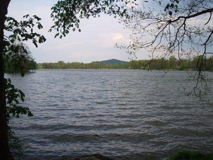 FOTKA - u rybníka  30.4. ...