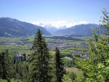 FOTKA - Pohled na zámek Lichtenberg, Saalfelden, Zell am See a Kitzsteinhorn 2